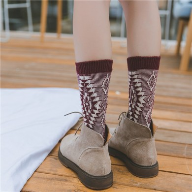 Winter Ladies Retro Jacquard Thick Line Middle-Tube Socks