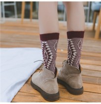 Winter Ladies Retro Jacquard Thick Line Middle-Tube calcetines