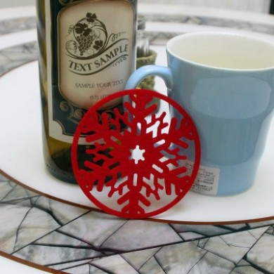 2PC Christmas Coffee Table Water Snowflake Coaster Insulation Pad Coaster Doily Christmas Cup Coaster Cushion