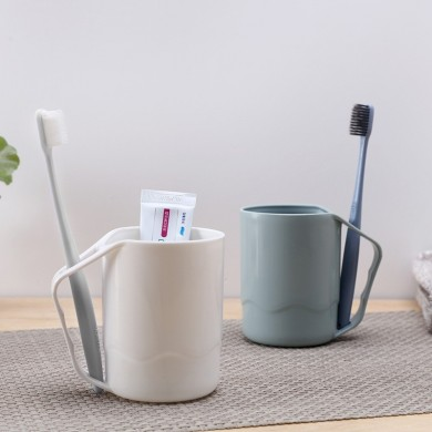 Household Plastic Plain Toothbrush Cup with Handle Mouthwash Cup Toothbrush Cup for Couples