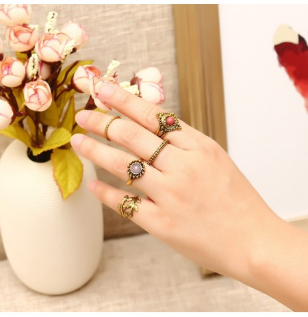 5 Pcs Punk Folha Ring Set Retro Golden Zinc Alloy Red e Purple Stone Knuckle Ring Jewelry para Mulheres