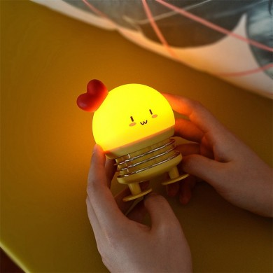 Creative LED Cartoon Spring Switch Rabbit Deer Night Light para niños Juguete Alivio de presión Regalo