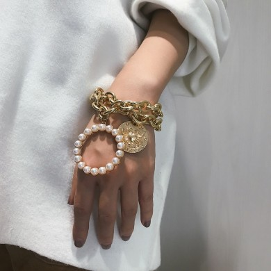 Exaggerated Crab Pearl Bracelet